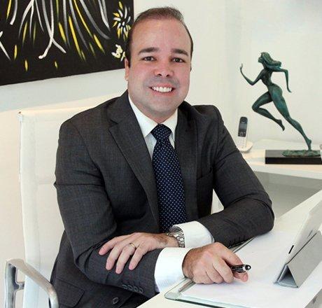 Dr.Cláudio Lemos