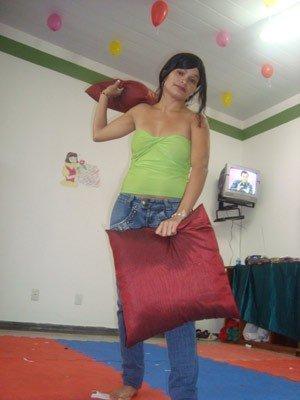 Marcilene Rodrigues, de 24 anos, perdeu o couro cabeludo aos 10 anos. Agora espera pela cirurgia. (Foto: Arquivo pessoal)