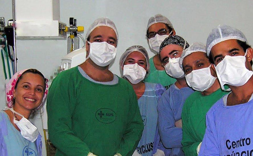 Dr.Cláudio Lemos com Parte da Equipe Participante do Multirão
